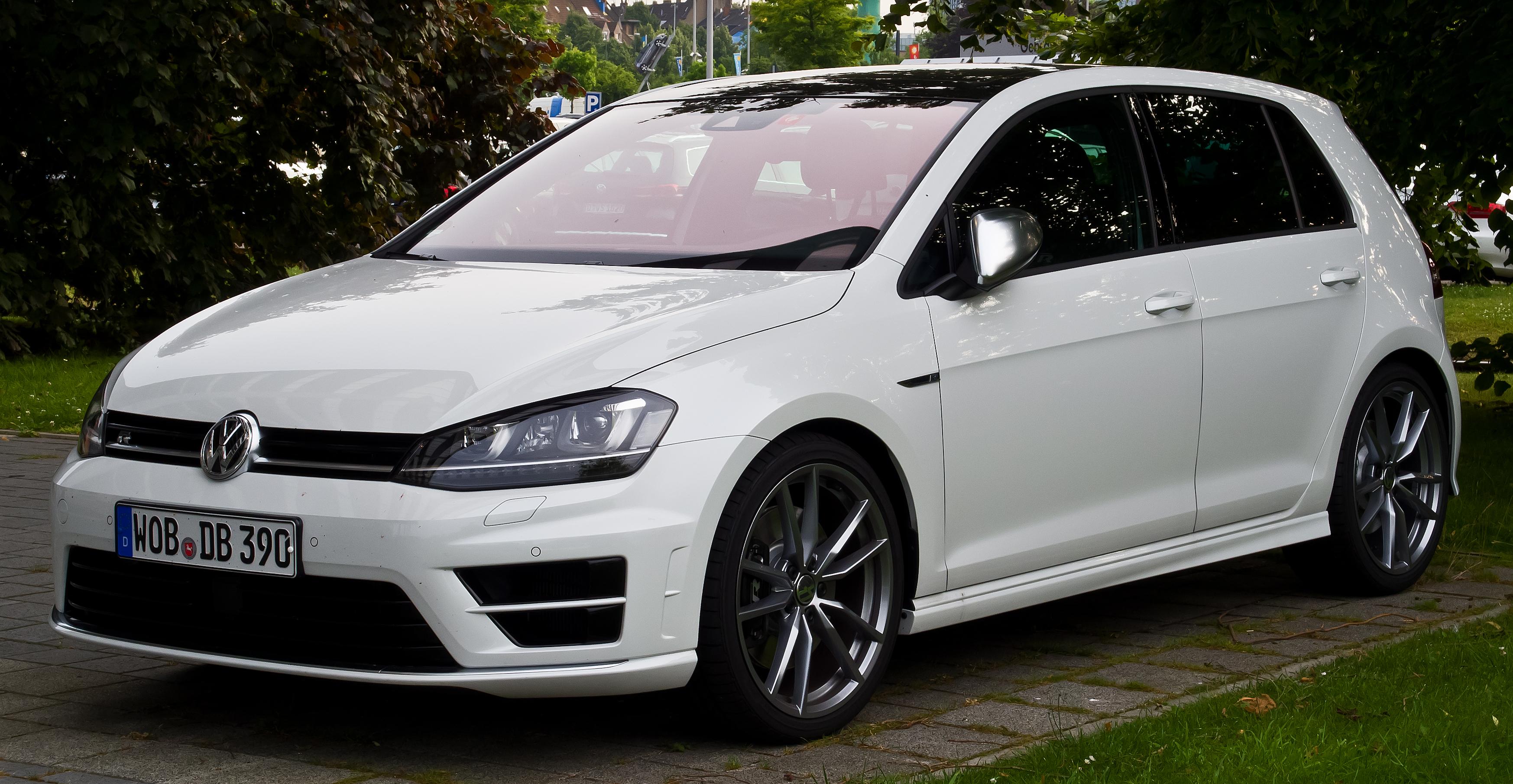 VW_Golf_R_(VII)_–_Frontansicht,_17._Juni_2014,_Düsseldorf