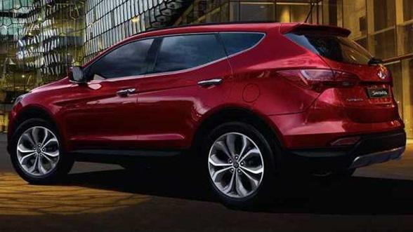 2016-Hyundai-Santa-Fe-rear