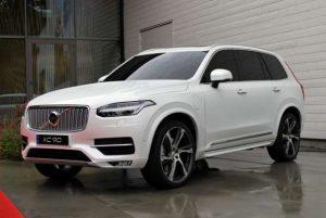 2017-Volvo-XC90-Hybrid-front